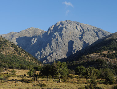 The summit of Gingilos seen from the plateau of Omalos