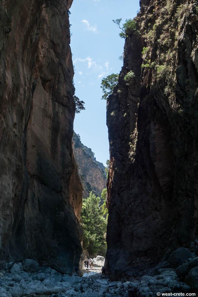Żelazne Wrota - wąski przesmyk - nieco ponad 3 m, pomiędzy ścianami wąwozu Samaria wysokimi na około 500 m.  Kreta.